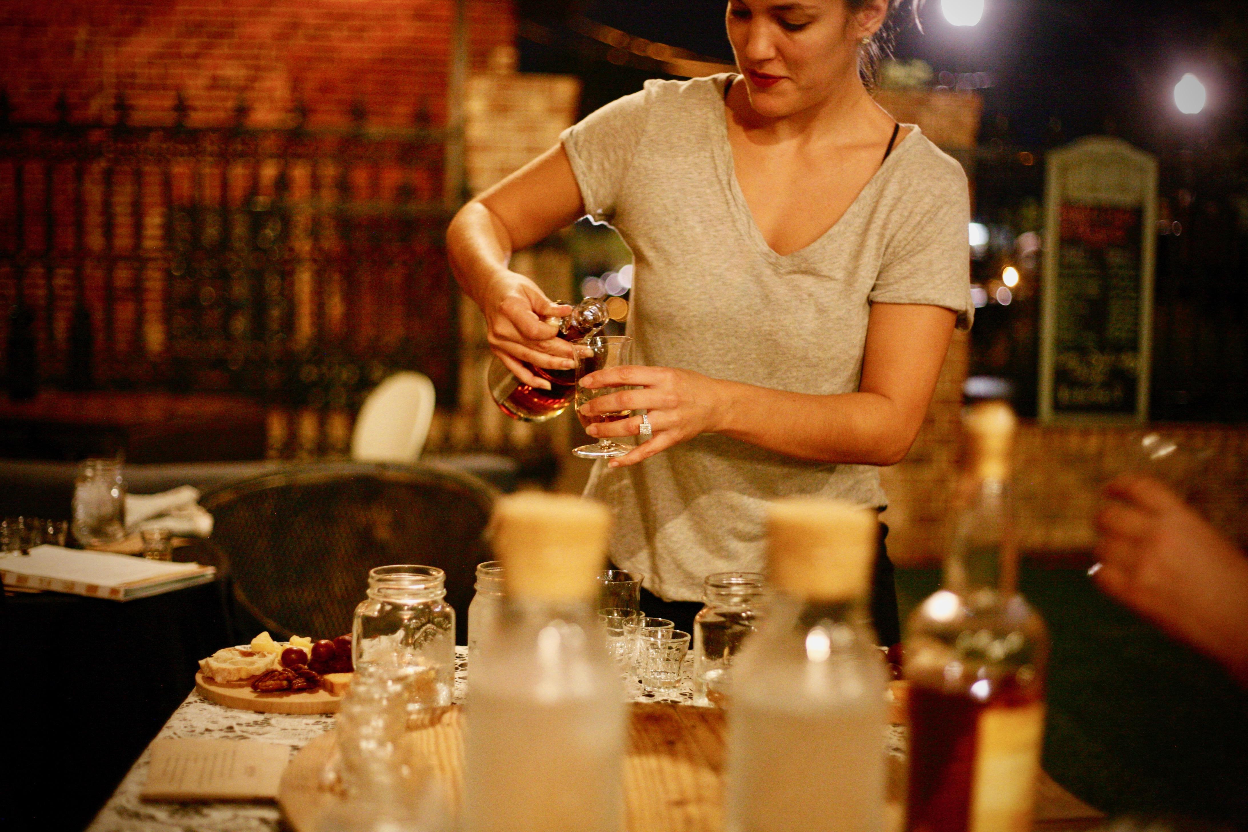 retrofit-bourbon-tasting-pour